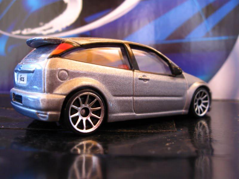 Ford Focus RealToy com rodas HW Focus