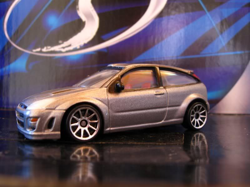 Ford Focus RealToy com rodas HW Focus3