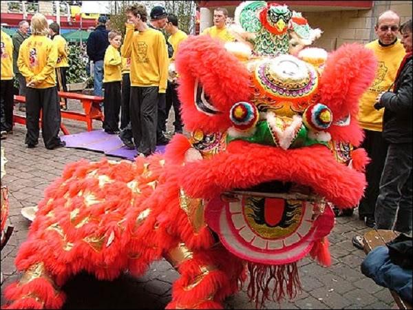 Bí ẩn nguồn gốc của múa sư tử Trung Quốc 120202kpsutu03