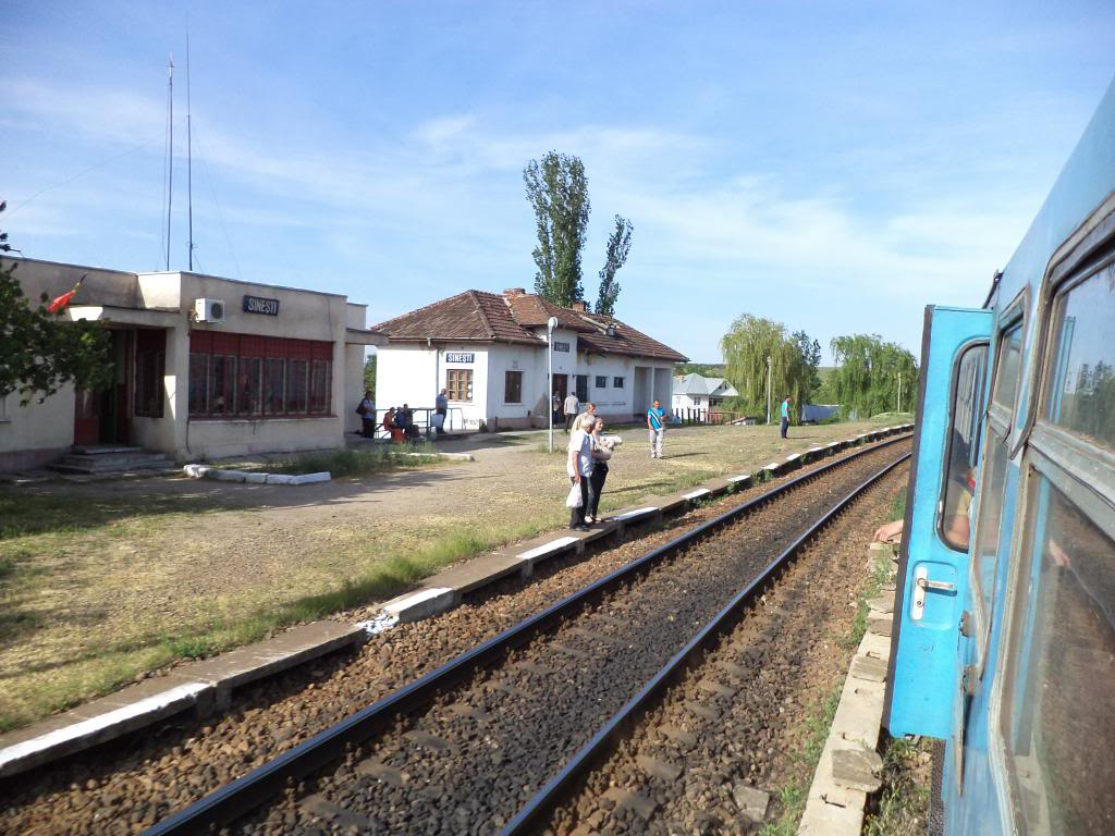 901 : Bucuresti Nord - Titu - Pitesti - Piatra Olt - Craiova - Pagina 5 DSC00390_zps2ae4da04