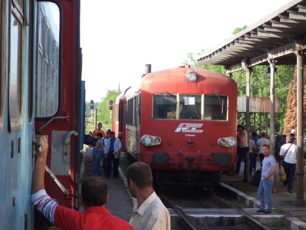 901 : Bucuresti Nord - Titu - Pitesti - Piatra Olt - Craiova - Pagina 5 DSC00415_zps0a552965