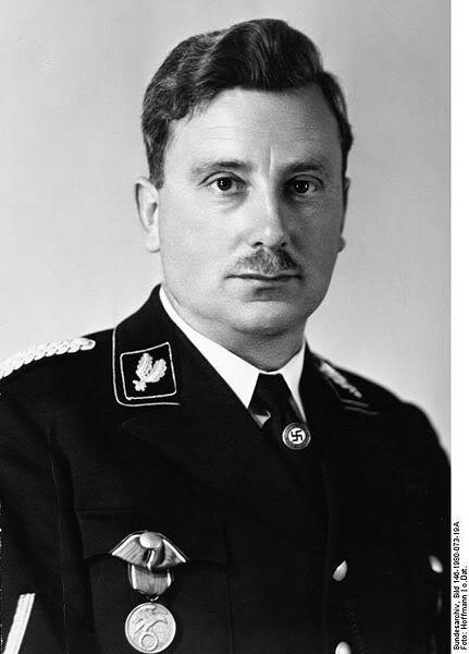 Who is this Oberführer ? 431px-Bundesarchiv_Bild_146-1980-07