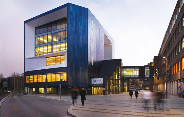 Học MBA chỉ với 298 triệu đồng tại BUCKS NEW UNIVERSITY (UK) - Không yêu cầu kinh nghiệm làm việc BucksNewUniversityHighWycombeCampus_zpse03f0669