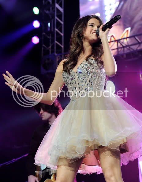 Selena Gomez - Page 5 15xvps3
