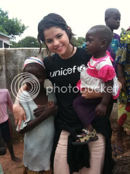 Selena Gomez - Page 6 164862_171292642912626_170617986313425_326387_6132419_n