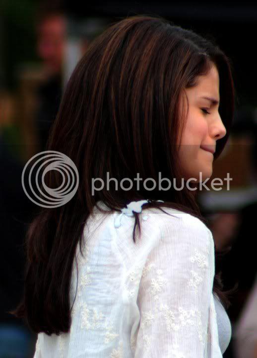 Selena Gomez - Page 6 166469_174134272628463_170617986313425_343059_3796023_n