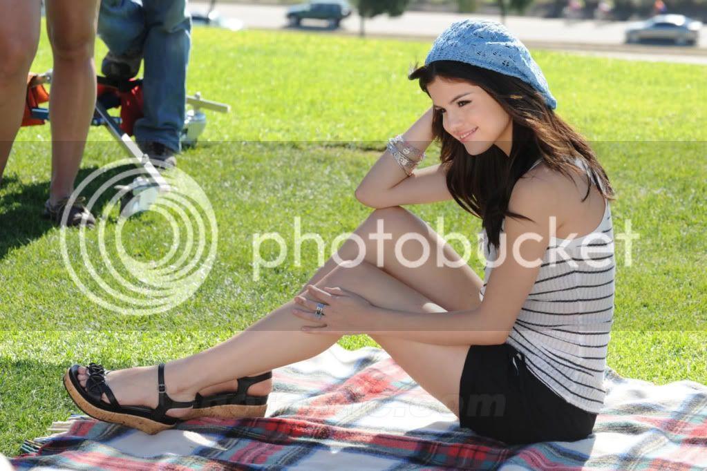 Selena Gomez - Page 5 2lc7oep