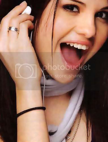 Selena Gomez - Page 6 64313_155428084491463_134407556593516_316764_7816505_n