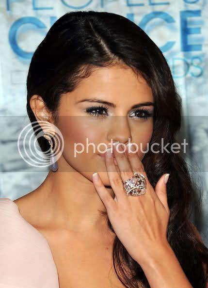 Selena Gomez - Page 4 Zy966h