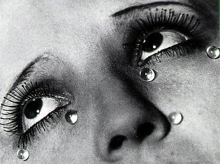 Julio Cortázar · Instrucciones para llorar BW-man-ray-tears