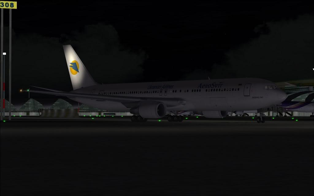 Boeing 767-300ER Aerosvit Shot0022