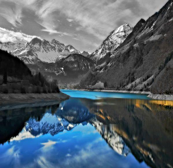 நான் ரசித்த மலைகளின் காட்சிகள் சில.... Mountains_blueriver_bwmountainsky