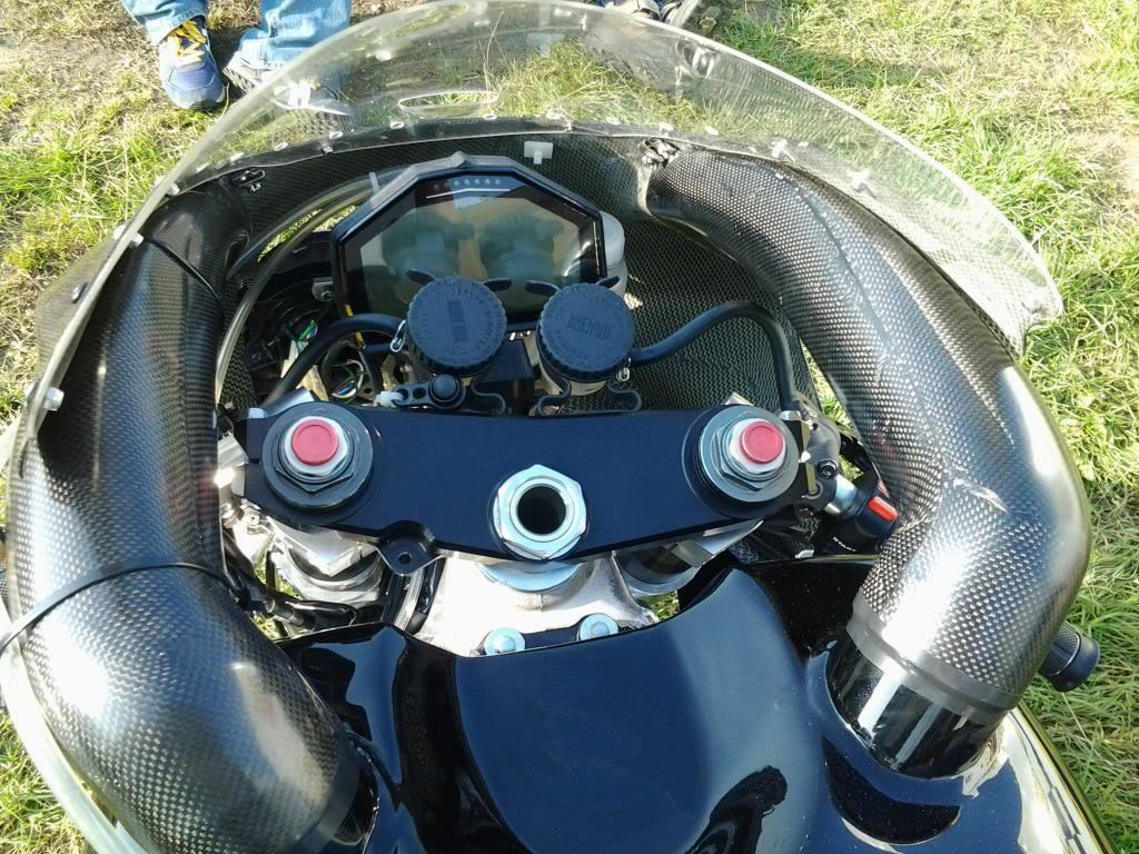Honda RC 45 - Page 4 20130826_173056_zpsd0f6b7ea