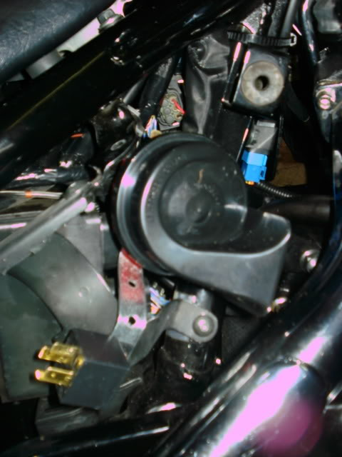 Fitted new horn under Right Side Panel - M800 DSC01486