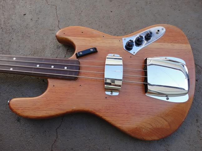 Fretless bass DSC00053
