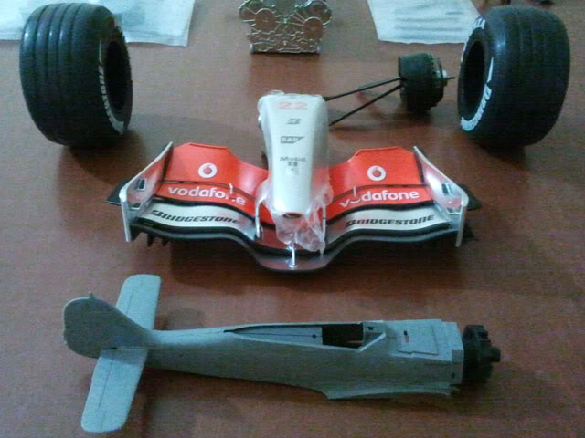 1/8 McLaren MP4/23 - Kyosho Mp4-23_compare