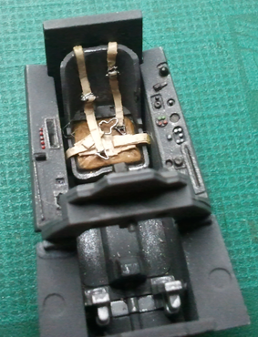 FW190 A8/R8 - 1/48 - Page 4 Seatbelts-installed