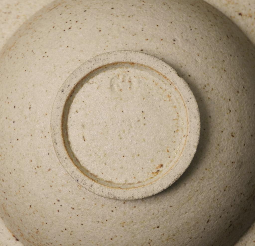 Stunning sculptural bowl - possibly Jon Middlemiss Mynewbowl3_zpsa56aa8b7