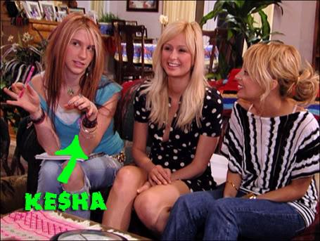 Kesha >> Galería [Candids, apariciones, paparazzi, etc.] - Página 3 Simplelifeparishilton03-15-07lgcopy