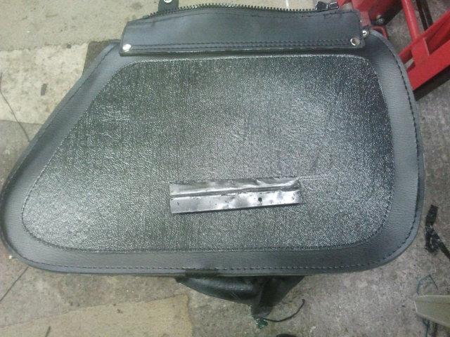 Brackets for new panniers, Suzuki M50 / M800 2012-12-02171400