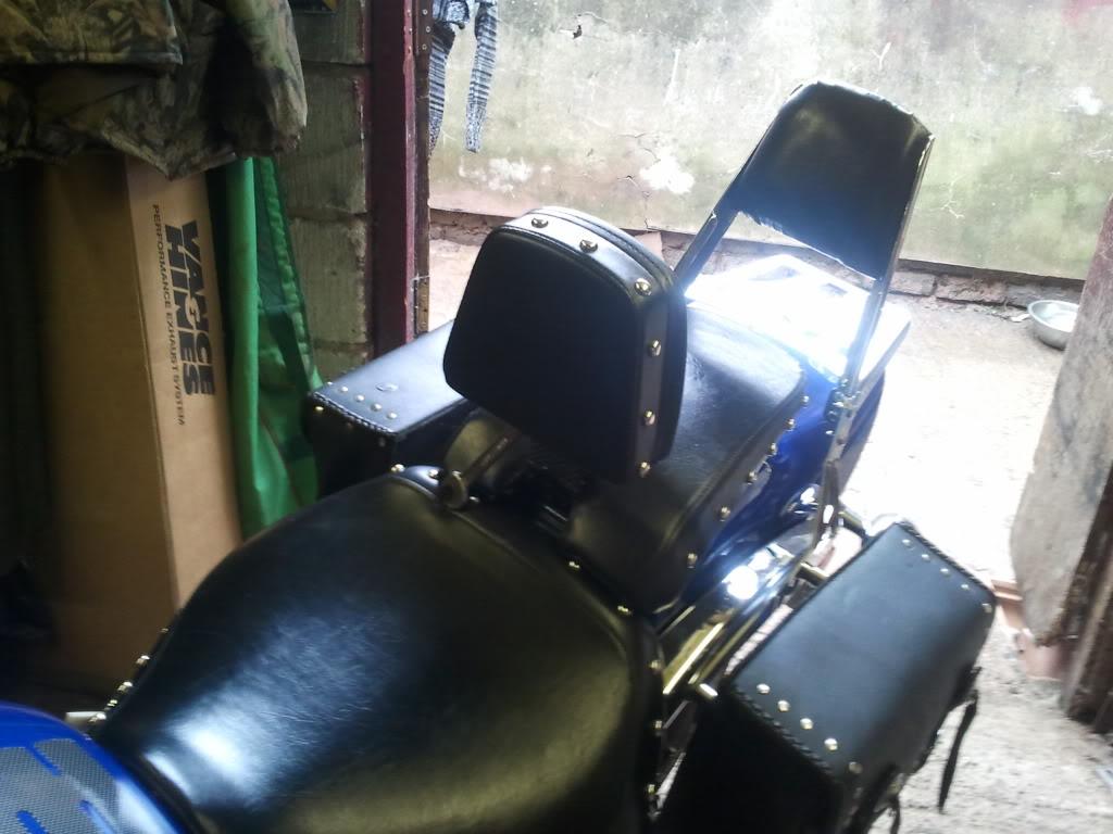 Hinged Riders Backrest, Suzuki M800 / M50 2011-08-14113022