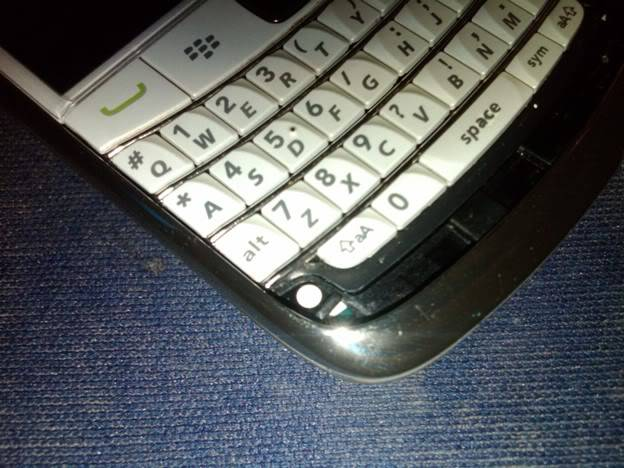 [TIPS] Bongkar Casing Onyx Untuk Modif lampu Keypad IMG00013-20110417-1003