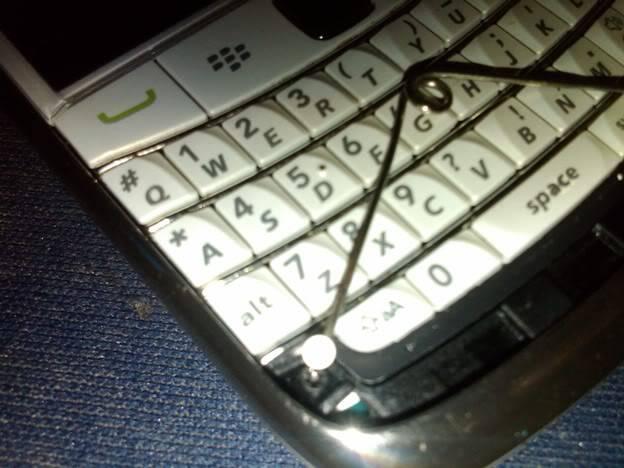[TIPS] Bongkar Casing Onyx Untuk Modif lampu Keypad IMG00014-20110417-1004