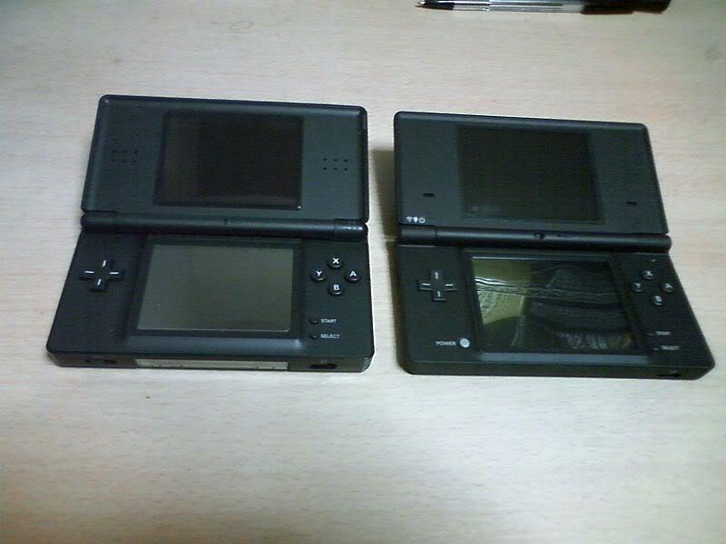 2009 Nintendo DSi 800px-NDSL_AND_NDSi