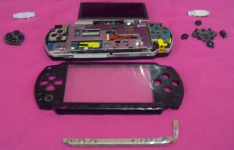 2004 PSP (PlayStation Portable) 800px-PSPparts