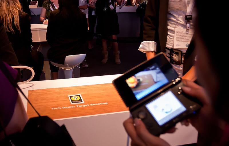 2011 Nintendo 3DS 800px-Target_Shooting_tech_demo_at_E3_2010