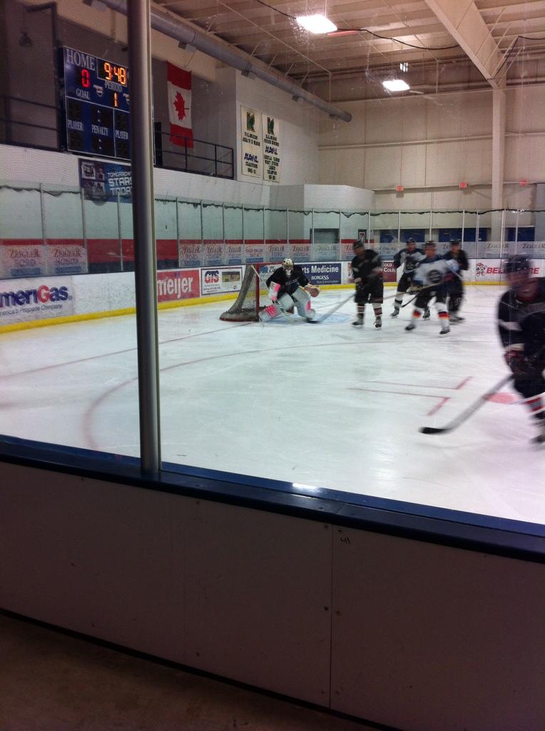 Shane's ice hockey goalie pads 6980A1B5-D356-4901-99D9-2DE2989E8E9A-923-000000B6960354A3