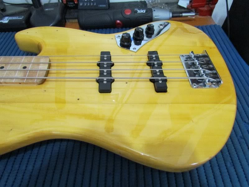 Jazz Bass Fretless. 10