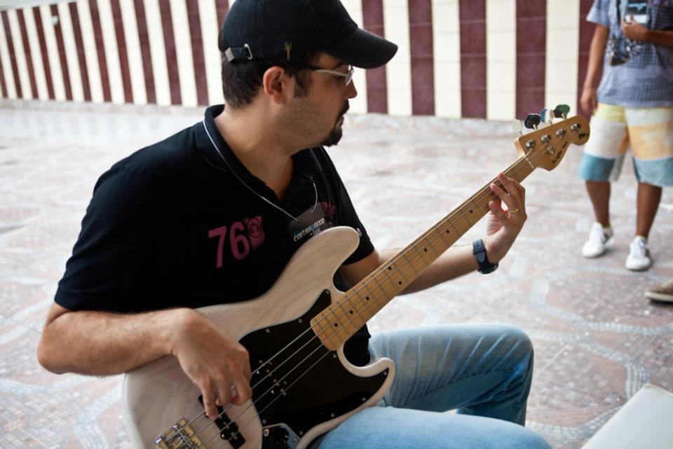 Jazz Bass 5 - Luthier Raphael Guzzardi 555808_3374877334868_1283458821_n