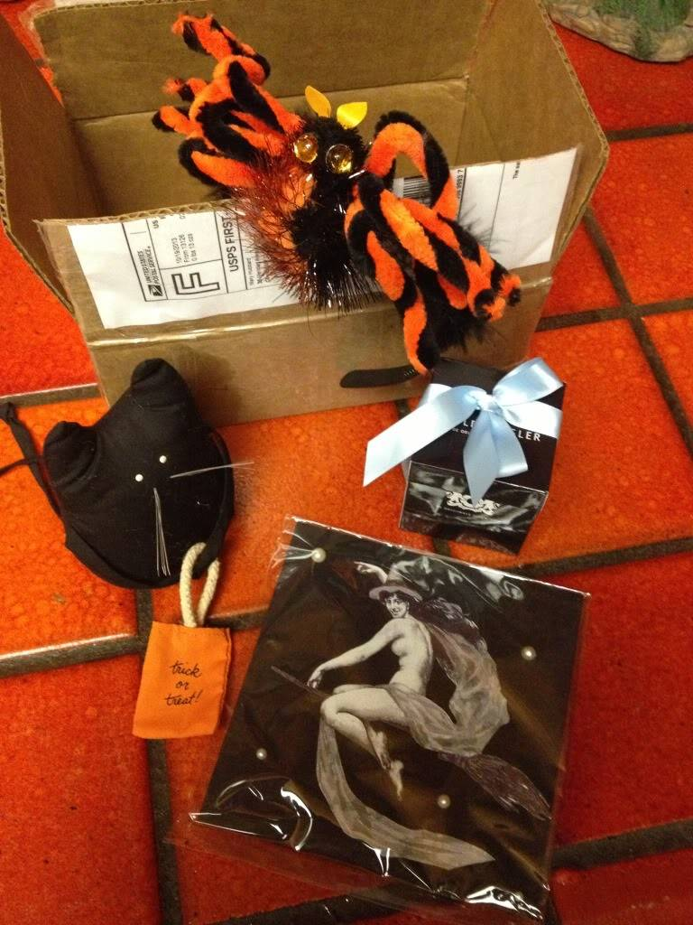 Yay! My Halloween Package Is Here!  Null_zpsd7cba5e6