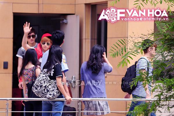 Những hình ảnh cuối cùng của Super Junior trước khi về nước 08052011afamilyvanhoasuju-1