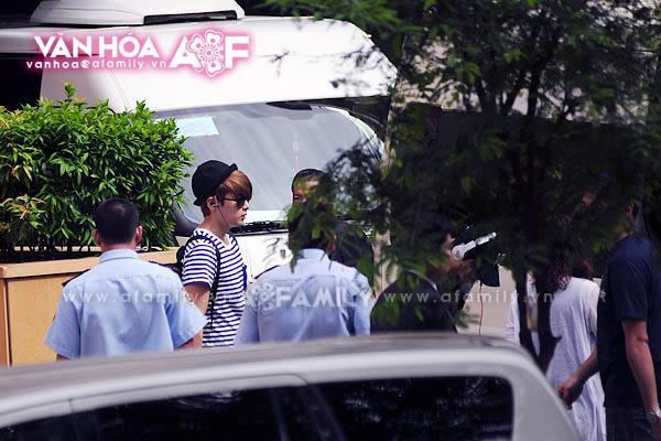 Những hình ảnh cuối cùng của Super Junior trước khi về nước 08052011afamilyvanhoasuju-3