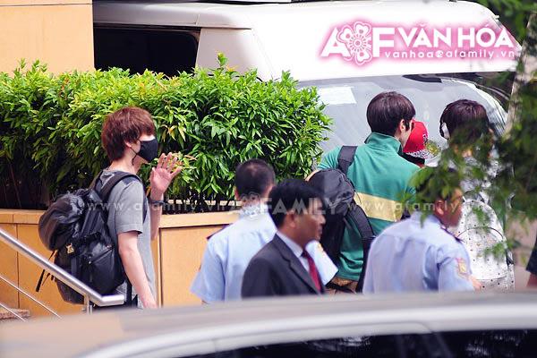 Những hình ảnh cuối cùng của Super Junior trước khi về nước 08052011afamilyvanhoasuju-4