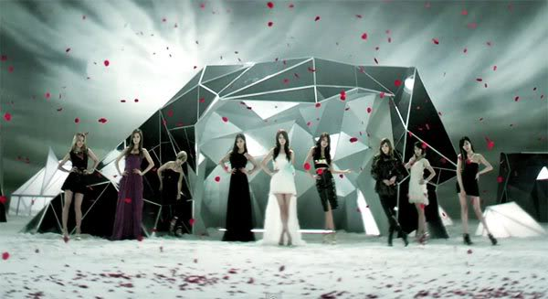 GIRLS' GENERATION- The power of 9! - Page 7 20110930_snsd_theboys1