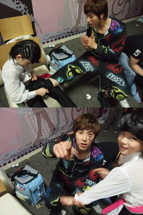 Uknow Yunho (25) y Cha Junhwan (10) muestran su calida amistad. 334732931