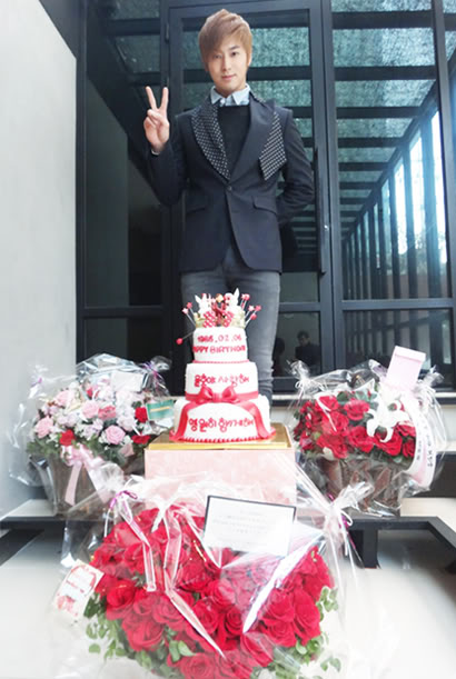 [120205] Celebración por el cumpleaños de U-Know Yunho-TVXQ 510344636