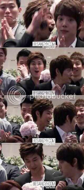 [INFO] Yunho fué el que agarró el ramo que se tiró en la boda de su amigo! ;D 542336_361363403918834_205163201_n