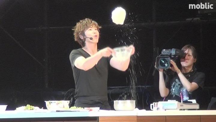 [FAN ACC] 120701 Saitama(AM)] Mientras Yunho cocinaba! 534673_476210582406272_1777060759_n