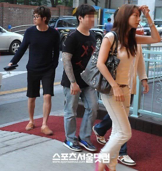 [NOTICIA] 120627 Yunho y Park Soo Jin fueron juntos a un musical 563484_472648879429109_1114709959_n