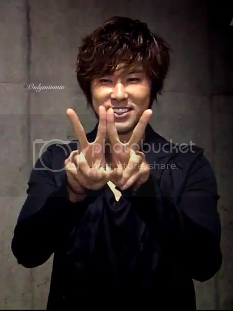 """[INFO] Yunho's double peace """"W"""" was a part of Sukkiri project """"WE"""" sign! 574741_476438119050185_2044480110_n"""