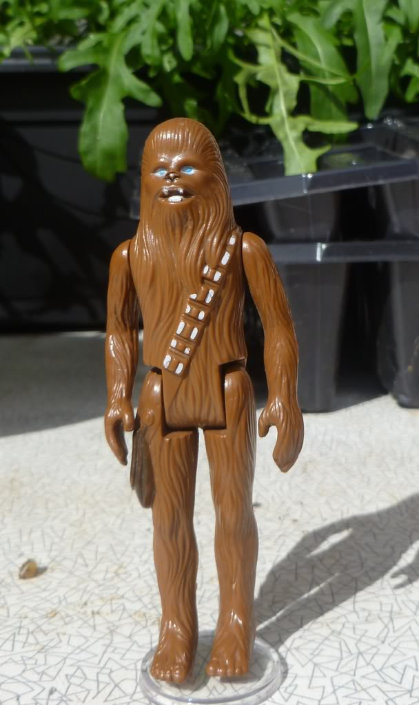 Loose Chewbacca With Circle on Feet: Any idea what he might be? 058