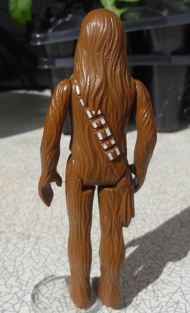 Loose Chewbacca With Circle on Feet: Any idea what he might be? 060