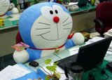 [Wallpaper + Screenshot ] Doraemon Th_cute-doraemon-office06