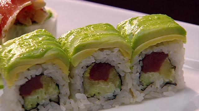 Sushi bơ cá ngừ maki Ep74_SP_sushi-roll_640x360