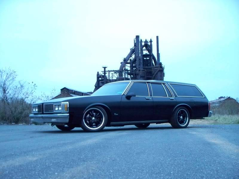 My 84 Olds Custom Cruiser and friends 88 Buick Hearse 100_3646
