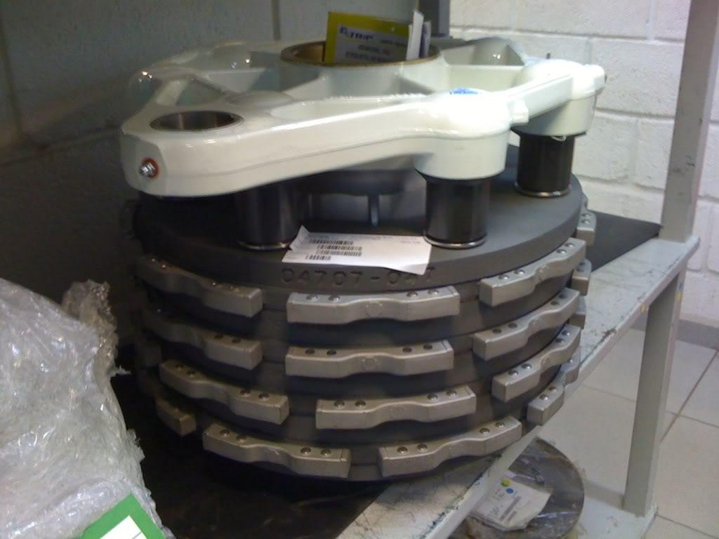 Trem de pouso, colosso de rodas IMG_0486